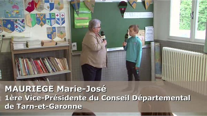 Mme MAURIEGE Marie-José, 1ère Vice-Présidente du Conseil départemental 82,  au micro des Jeunes Reporters de l